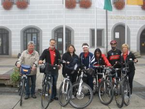 Stefan Felix Winkler(Bildmitte) führte die Gruppe der Torgauer auf der Tour nach Bad Düben